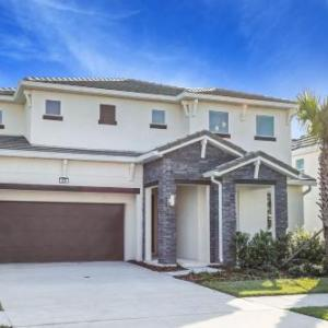 Near Disney - 6BR Family Resort Mansion - Pool/Hot tub! in Kissimmee