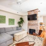 Tucked Away 2 Bedroom - Fine Finishes!
