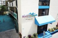 Waikiki Beachside Hostel Image