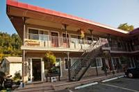 The Classic Horseshoe Bay Motel Image