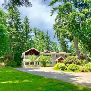 Cliff McNabb Arena Hotels - Maple View Bed And Breakfast