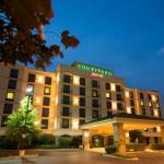 Churchill Downs Hotels - Courtyard Louisville Airport