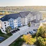 Hotels near Hawkeye Downs - Country Inn & Suites Cedar Rapids North