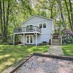 Ludington Cottage with Deck, Yard & Fire Pit!