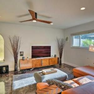 Stylish Getaway w/Amazing Pool Deck -5 Mins to DT! in Orlando