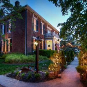 1851 Historic Maple Hill Manor Bed And Breakfast