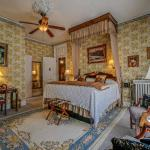 Pinehill Inn - Bed And Breakfast