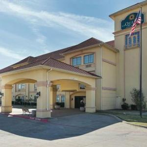 Hotels near Beaumont Ranch - La Quinta Inn & Suites Alvarado