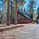 Cozy Family Home with Tahoe Views, 7 Min to Heavenly