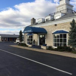Coronado Performing Arts Center Hotels - Rockford Alpine Inn and Suites