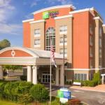Accommodation near UTC McKenzie Arena - Holiday Inn Express Hotel & Suites Chattanooga