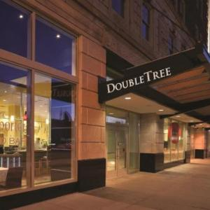 Ford Field Hotels - Doubletree Guest Suites Detroit Downtown - Fort Shelby