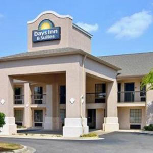 Hotels near Fort Valley State University - Days Inn And Suites Fort Valley