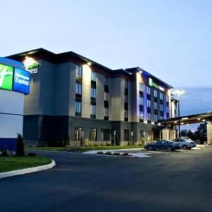 Hotels near Pembroke Memorial Centre - Holiday Inn Express Pembroke
