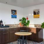Hotels near Portland State University: Lincoln Hall - Super 8 Wilsonville