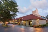 Red Roof Inn Findlay Image