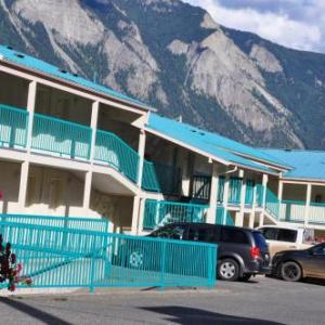 Hotels near The REC Centre Lillooet - Canadas Best Value Inn Mile 0