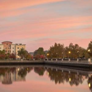 Hotels near Pepper Belly's Comedy & Variety Theater - Hampton Inn And Suites Suisun City