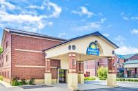 Days Inn And Suites Jeffersonville In Image