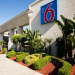 Accommodation near Tiki Bar Costa Mesa - Motel 6 Newport Beach