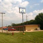 Hotels near Brewsters On Water Street - Economy Inn Chillicothe