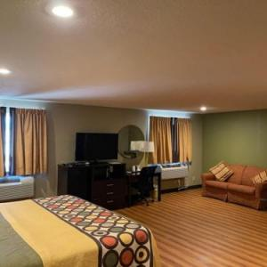 Hotels near Downstream Casino - Super 8 Joplin