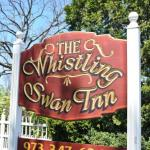 Whistling Swan Inn - Bed And Breakfast