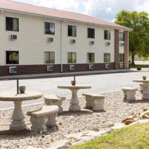 Godman Army Airfield Hotels - Super 8 Radcliff/Ft. Knox Area