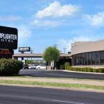 Accommodation near JQH Arena - Lamplighter Inn And Suites South