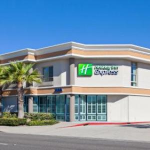 Hotels near Lido Theatre Newport Beach - Holiday Inn Express Newport Beach