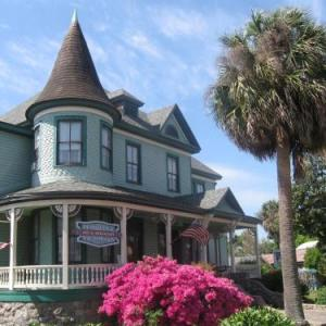 Seville Quarter Phineas Phogg's Hotels - Pensacola Victorian Bed And Breakfast