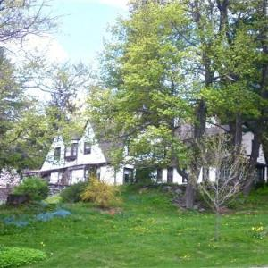 Whistlers Inn - Bed And Breakfast
