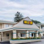 Accommodation near Cape Cod Melody Tent - Super 8 W Yarmouth Hyannis/Cape Cod
