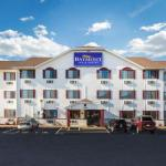 Accommodation near Hawkeye Downs - Super 8 Cedar Rapids West