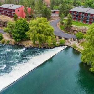 Bend Riverside Inn & Suites