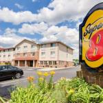 Accommodation near Kent State Fieldhouse - Super 8 Akron-Green