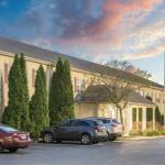 Accommodation near Toledo Harley Davidson - Super 8 Maumee