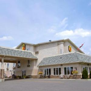 Hotels near Adventure Inn and Conference Centre - Super 8 Fort Frances