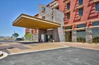 Hampton Inn & Suites Scottsdale Riverwalk Image