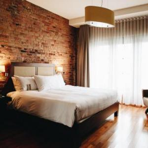Hotels near Jacques Cartier Pier - Nelligan Hotel