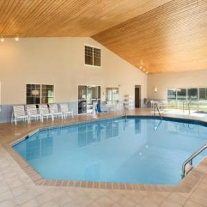 Hotels near Eau Claire North High School - Country Inn & Suites Chippewa Falls