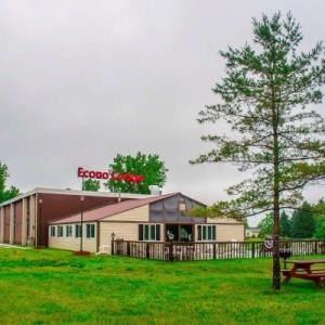 Fairgrounds Ice Arena Hotels - Econo Lodge Watertown