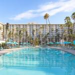 Jenny Craig Pavilion Hotels - Town And Country Resort