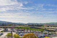 Doubletree By Hilton Hotel Pleasanton At The Club Image