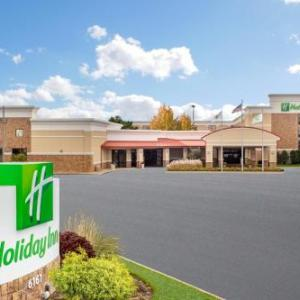 Gurnee Mills Hotels - Holiday Inn Gurnee Convention Center