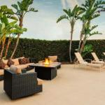 The Rhythm Lounge Accommodation - Holiday Inn La Mirada