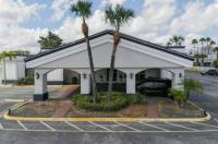 Econo Lodge Inn & Suites Near Florida Mall Image