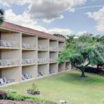 Accommodation near James G Pressly Stadium at Percy Beard Track - Paramount Plaza Hotel And Suites