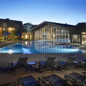 Hotels near Fox Valley Repertory - Pheasant Run Resort