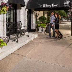 TimeLine Theatre Hotels - The Willows Hotel